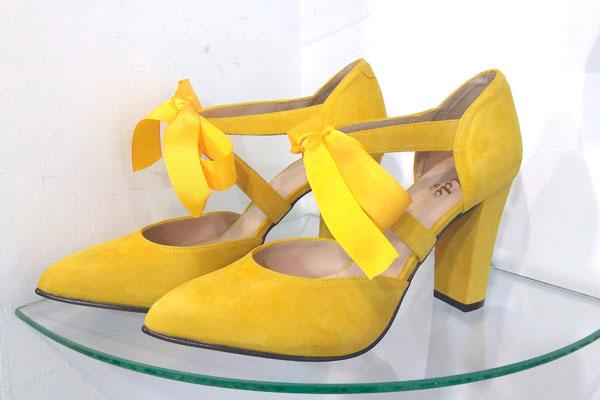 Zapatos personalizados con lazo por Elda shoes en Murcia